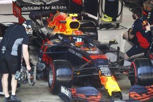 Alex Albon, Red Bull Racing RB16, in the garage