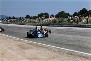 Emerson Fittipaldi, McLaren M23, Jody Scheckter, Tyrrell 007