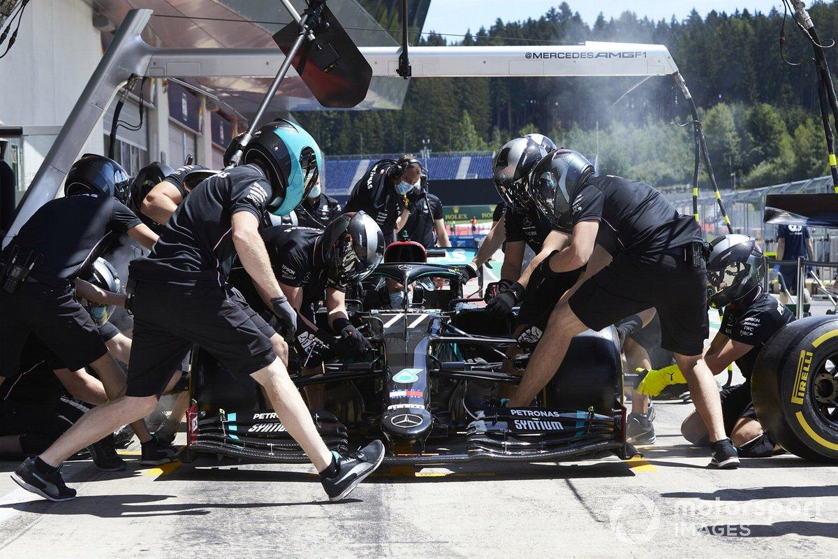 Mercedes practica pitstops