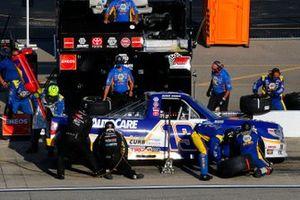 Derek Kraus, McAnally Hilgemann Racing, Toyota Tundra NAPA AUTOCARE pit stop