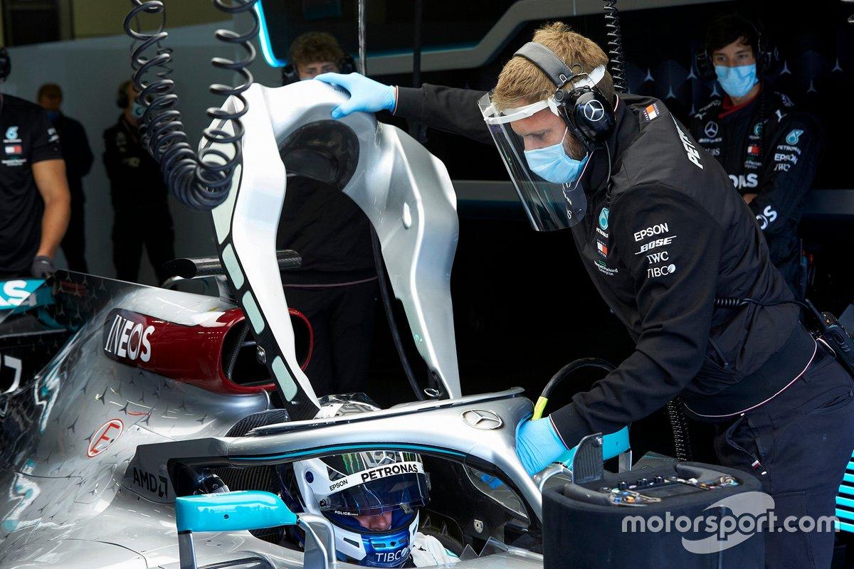 Mascarillas mires donde mires: la mascarilla ya es un elemento más de la indumentaria de todo el mundo, y en la F1 no será menos