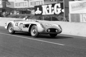 #19 Daimler Benz AG, Mercedes-Benz 300 SLR: Juan Manuel Fangio, Stirling Moss
