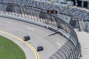 Sheldon Creed, GMS Racing, Chevrolet Silverado Chevy Accessories, Brett Moffitt, GMS Racing, Chevrolet Silverado CMR Roofing checkered flag