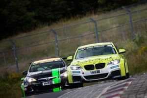 #693 BMW M240i Racing Cup: Yves Volte, Luca-Sandro Trefz