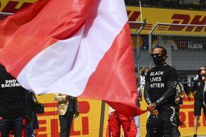 Lewis Hamilton, Mercedes-AMG Petronas F1, sulla griglia di partenza