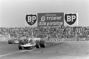 Rolf Stommelen, Surtees TS9 Ford, Denny Hulme, McLaren M19A Ford, Emerson Fittipaldi, Lotus 72D Ford, GP di Francia del 1971
