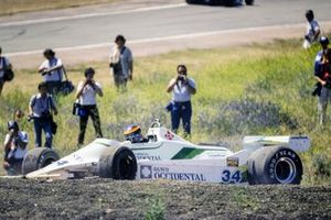 Emilio de Villota, Williams FW07 Ford, hace un trompo