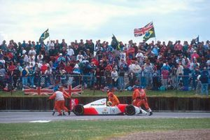 Ayrton Senna, McLaren MP4/8 Ford se retira al terminarse el combustible