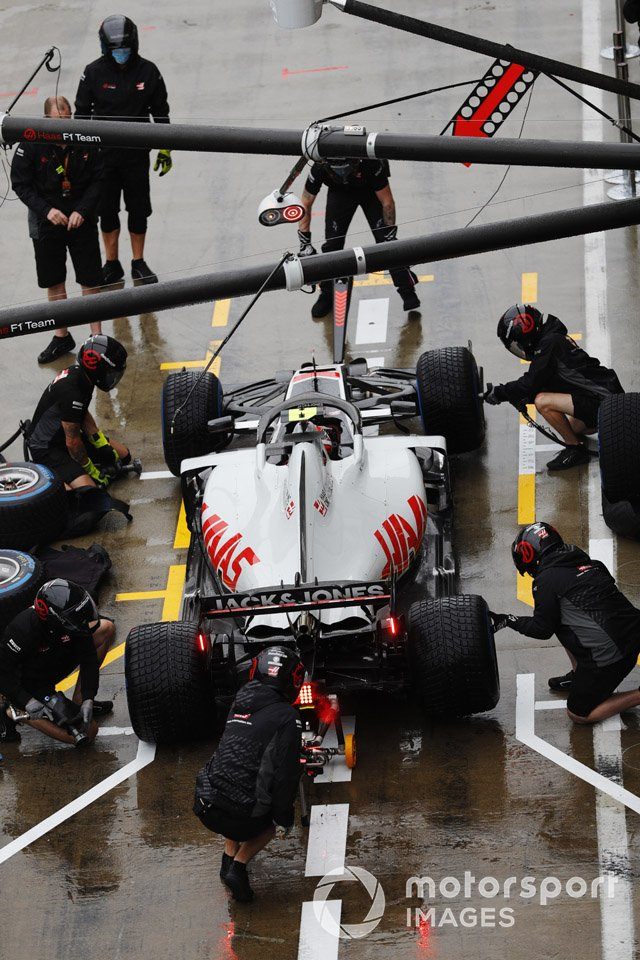 Kevin Magnussen, Haas VF-20, pit stop