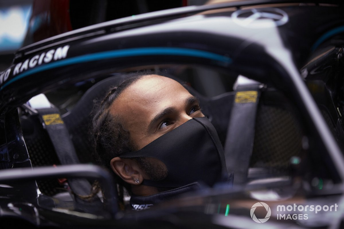 Lewis Hamilton, Mercedes-AMG Petronas F1 in the garage