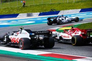 Daniil Kvyat, AlphaTauri AT01, leads Kevin Magnussen, Haas VF-20, and Antonio Giovinazzi, Alfa Romeo Racing C39