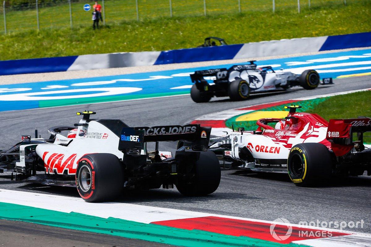 Daniil Kvyat, AlphaTauri AT01, precedeKevin Magnussen, Haas VF-20, e Antonio Giovinazzi, Alfa Romeo Racing C39