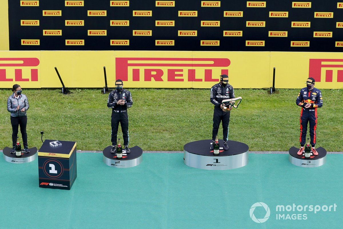 Valtteri Bottas, Mercedes-AMG Petronas F1, Race Winner Lewis Hamilton, Mercedes-AMG Petronas F1 and Max Verstappen, Red Bull Racing celebrate on the podium with the trophy