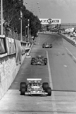 Henri Pescarolo, Matra MS120 leads Jochen Rindt, Lotus 49C, and Piers Courage, Williams De Tomaso