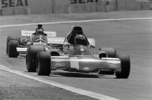 Niki Lauda, March 721X Ford devant Henri Pescarolo, March 721 Ford