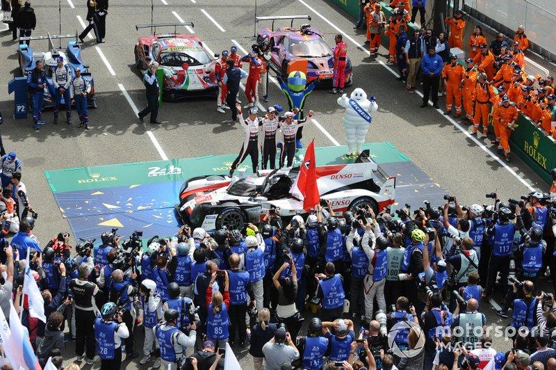 Vainqueurs : #8 Toyota Gazoo Racing Toyota TS050: Sébastien Buemi, Kazuki Nakajima, Fernando Alonso