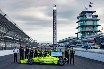 Simon Pagenaud, Team Penske Chevrolet NTT P1 award and pole winner with team, front row
