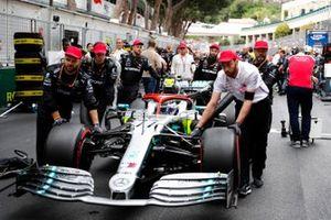 Valtteri Bottas, Mercedes AMG W10, arrives on the grid