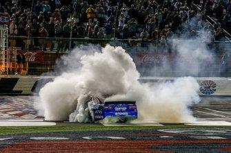 Martin Truex Jr., Joe Gibbs Racing, Toyota Camry Bass Pro Shops / TRACKER ATVs & Boats / USO victory