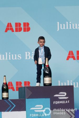 Son of Sébastien Buemi, Nissan e.Dams, on the podium