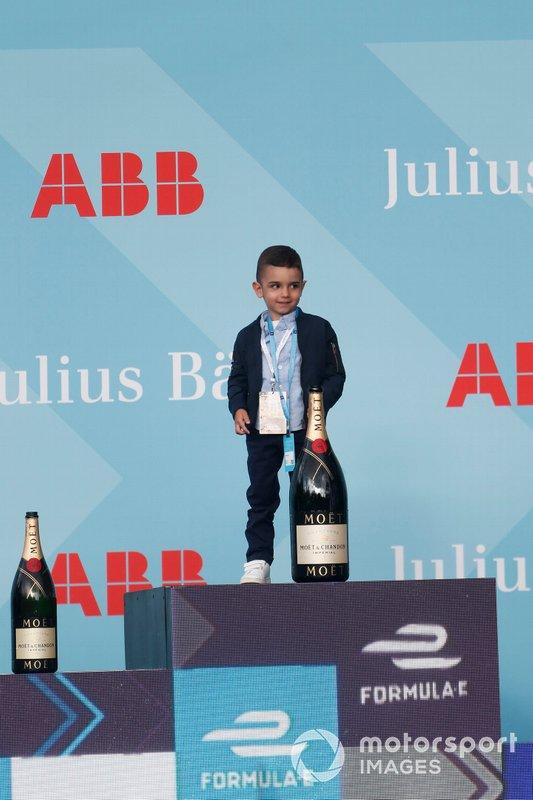 Le fils de Sébastien Buemi, Nissan e.Dams, sur le podium