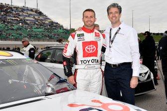 Matt DiBenedetto, Leavine Family Racing, Toyota Camry Digital Momentum / Hubspot