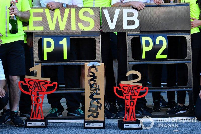 Los dos trofeos de Mercedes