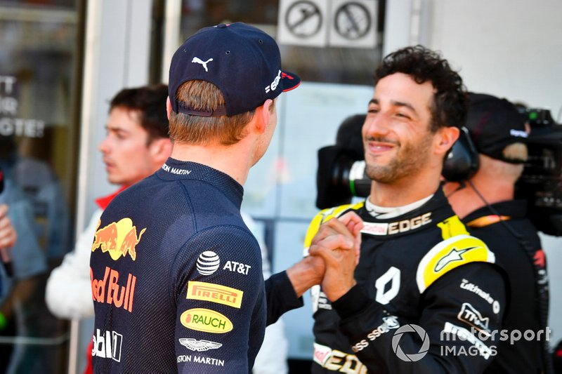 Daniel Ricciardo, Renault F1 Team congratulates Race winner Max Verstappen, Red Bull Racing in Parc Ferme