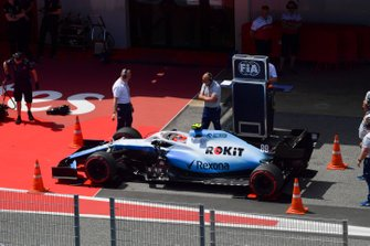 Robert Kubica, Williams FW42 being stopped by the FIA to the weighbridge