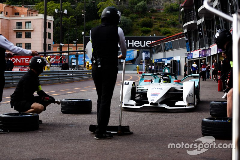 Tom Dillmann, NIO Formula E Team, NIO Sport 004 in the pit lane
