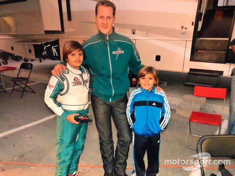 Irmãos Fittipaldi ao lado de Michael Schumacher