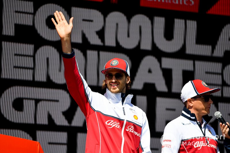 Antonio Giovinazzi, Alfa Romeo Racing sur scène dans la Fanzone