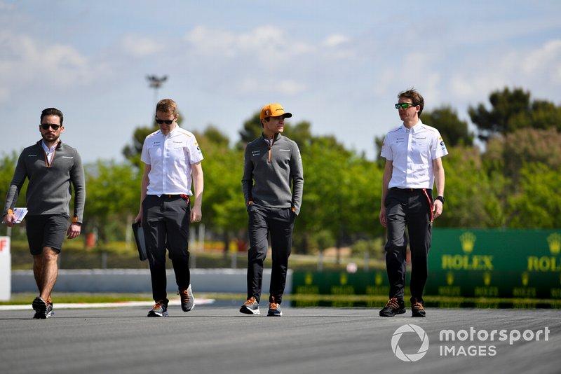 Lando Norris, McLaren cammina sulla pista