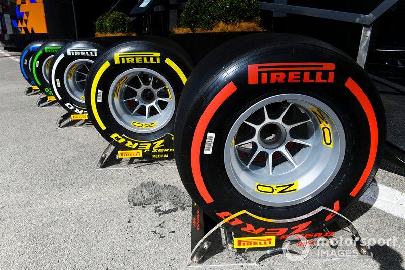 Des pneus devant le motorhome Pirelli