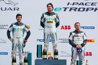 Cacá Bueno, Jaguar Brazil Racing, 1st position, Sérgio Jimenez, Jaguar Brazil Racing, 2nd position, Simon Evans, Team Asia New Zealand, 3rd position, on the podium