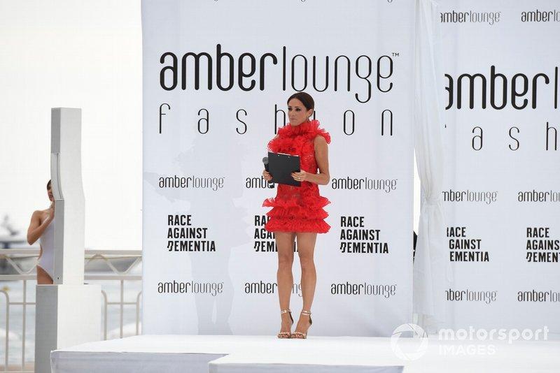 Natalie Pinkham, Amber Lounge moda şovu