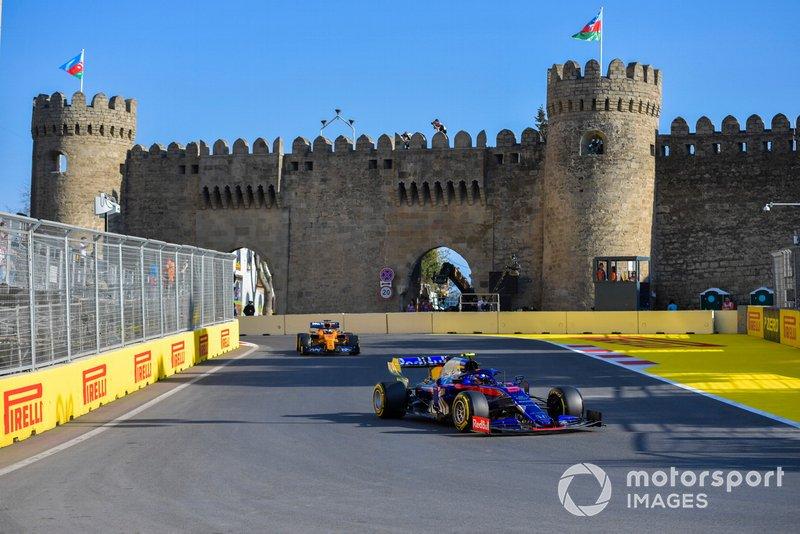 Alexander Albon, Toro Rosso STR14, Carlos Sainz Jr., McLaren MCL34