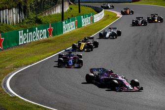 Esteban Ocon, Racing Point Force India VJM11, voor Brendon Hartley, Toro Rosso STR13, Carlos Sainz Jr., Renault Sport F1 Team R.S. 18, Charles Leclerc, Sauber C37, en Kevin Magnussen, Haas F1 Team VF-18