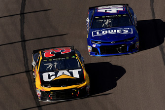 Ryan Newman, Richard Childress Racing, Chevrolet Camaro Cat Global Mining and Jimmie Johnson, Hendrick Motorsports, Chevrolet Camaro Lowe's Power of Pride