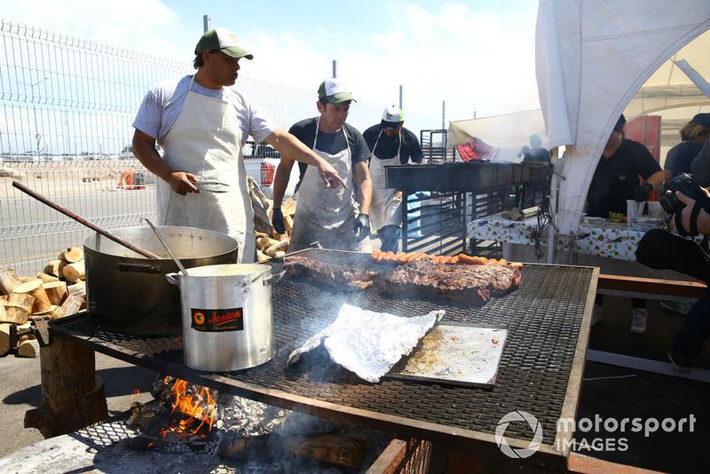 """Typisch Argentijnse """"asado"""", of barbecue"""