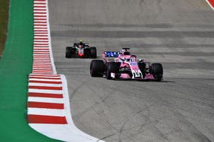 Sergio Perez, Racing Point Force India VJM11 and Kevin Magnussen, Haas F1 Team VF-18