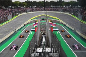 Эстебан Окон, Racing Point Force India F1 VJM11, Стоффель Вандорн и Фернандо Алонсо, McLaren MCL33