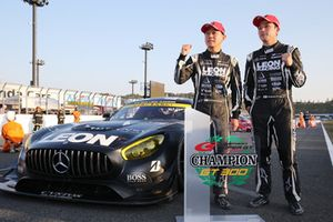 GT300 Race winners Haruki Kurosawa, Naoya Gamou, Leon Racing