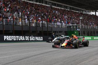 Max Verstappen, Red Bull Racing RB14 en Lewis Hamilton, Mercedes-AMG F1 W09