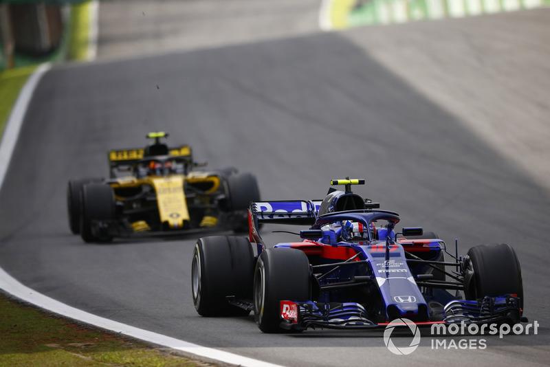 ...но будущий гонщик Red Bull уступать позицию не торопился