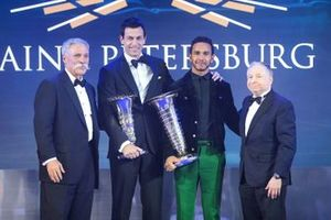 Chase Carey, Toto Wolff, Lewis Hamilton, Jean Todt