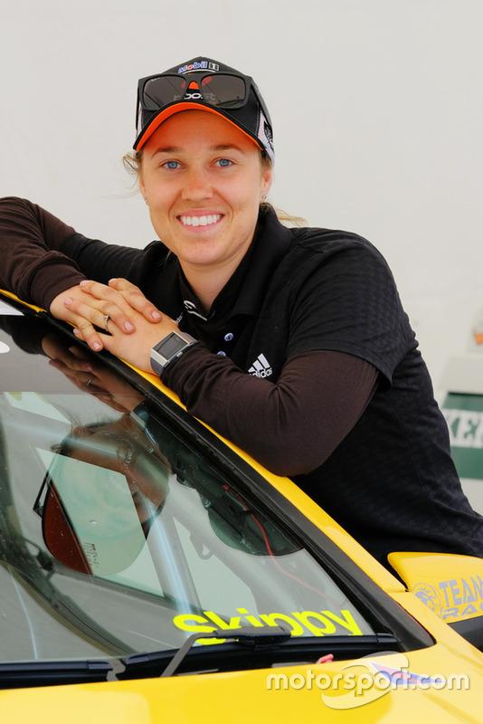 "<img class=""ms-flag-img ms-flag-img_s1"" title=""Australia"" src=""https://cdn-0.motorsport.com/static/img/cf/au-3.svg"" alt=""Australia"" width=""32"" /> Alexandra Whitley, 25 años"