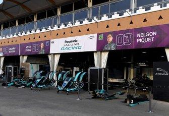 Jaguar Racing garajes en pit lane
