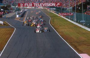 Старт гонки: впереди Ален Прост, Williams FW15C Renault, и Айртон Сенна, McLaren MP4/8 Ford