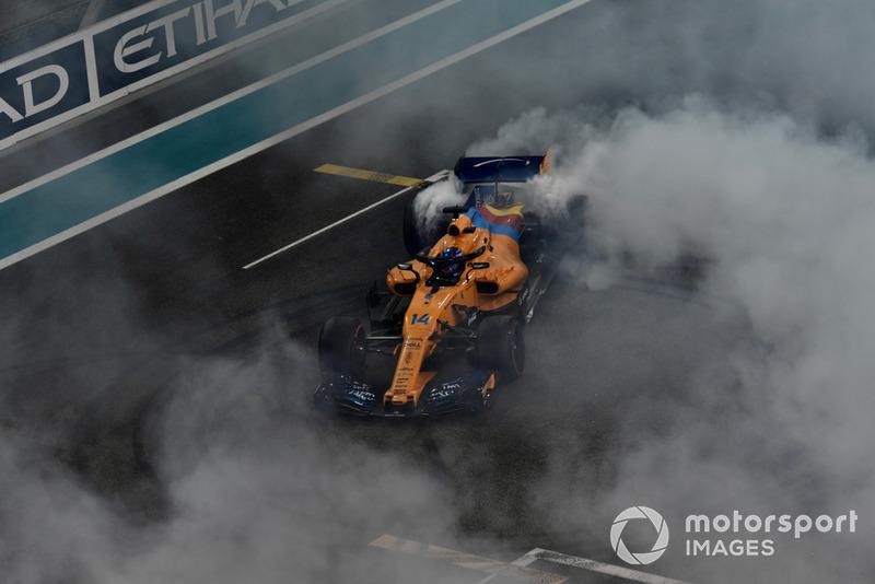 Fernando Alonso, McLaren MCL33 fait des donuts
